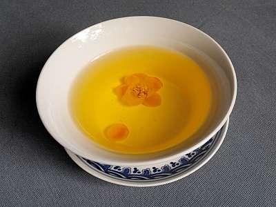 Nước trà hoa vàng
