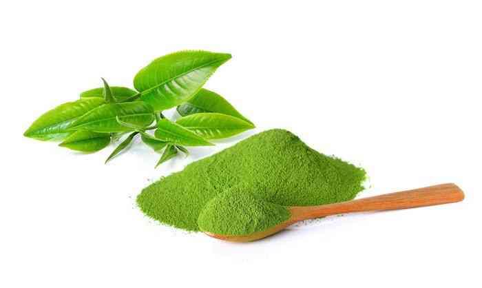 Lá và bột trà xanh