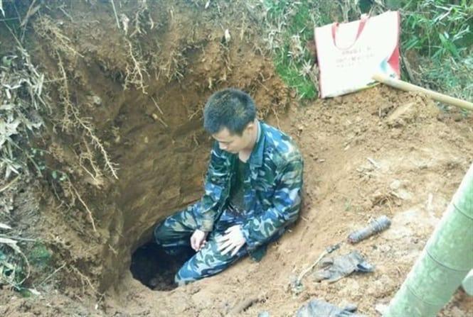 Hố đào sâm ô linh rất sâu dưới lòng đất