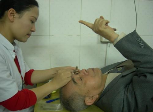 Khám mắt định kỳ để sớm phát hiện thiên đầu thống