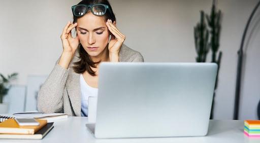 Người làm việc trí óc thường xuyên bị chóng mặt, ù tai, hay quên