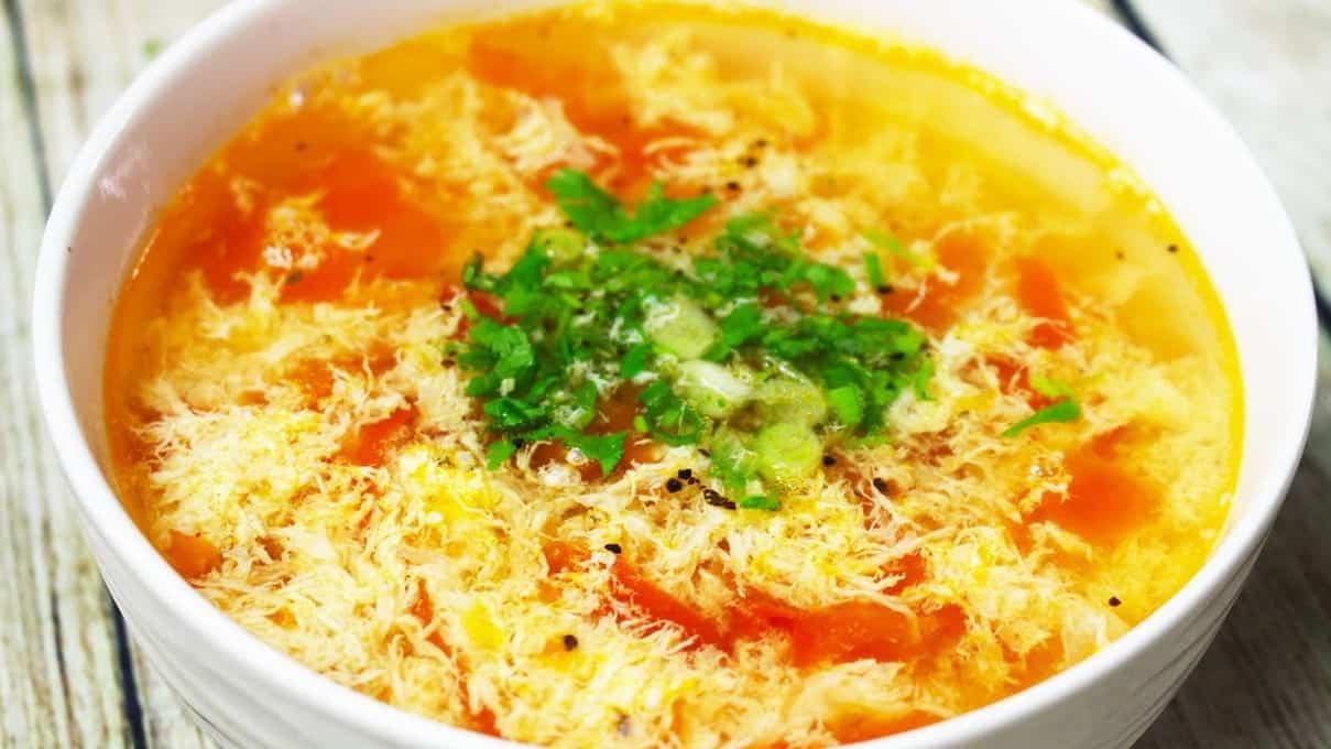 """Món """"canh mây"""" được nấu từ cà chua, trứng và đậu hủ"""